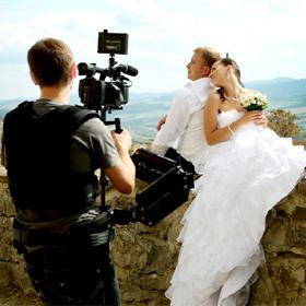svadobny kameraman s glidecamom